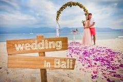 Γαμήλιο ζευγάρι ακριβώς παντρεμένο Στοκ Φωτογραφίες
