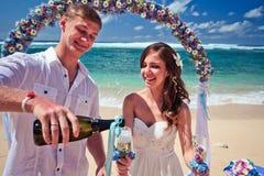 Γαμήλιο ζευγάρι ακριβώς παντρεμένο Στοκ φωτογραφία με δικαίωμα ελεύθερης χρήσης