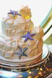 Γαμήλιο κέικ με τα κοχύλια θάλασσας στοκ φωτογραφία