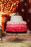Γαμήλιο κέικ Ombre στοκ φωτογραφίες