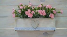 Γαμήλιο ντεκόρ των λουλουδιών σε ένα δοχείο στο αγροτικό ύφος απόθεμα βίντεο