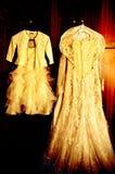 Γαμήλιο φόρεμα και μίνι φόρεμα στοκ εικόνες