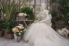 Γαμήλιο φόρεμα στην επίδειξη σε Si Sposaitalia στο Μιλάνο, Ιταλία Στοκ εικόνα με δικαίωμα ελεύθερης χρήσης