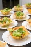γαρίδες σαλάτας κύπελλ&ome Στοκ φωτογραφία με δικαίωμα ελεύθερης χρήσης