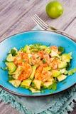 Γαρίδες, αβοκάντο και σαλάτα της Apple Στοκ Εικόνες