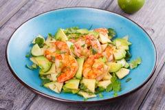 Γαρίδες, αβοκάντο, Apple και σαλάτα κρεμμυδιών Στοκ Εικόνες