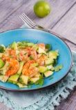 Γαρίδες, αβοκάντο, Apple και σαλάτα κρεμμυδιών Στοκ Φωτογραφίες