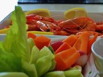 Γαρίδες και σαλάτα Στοκ φωτογραφία με δικαίωμα ελεύθερης χρήσης