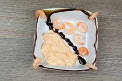Γαρίδες με τη σάλτσα κοκτέιλ Στοκ Εικόνα