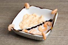 Γαρίδες με τη σάλτσα κοκτέιλ Στοκ εικόνες με δικαίωμα ελεύθερης χρήσης