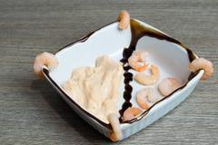 Γαρίδες με τη σάλτσα κοκτέιλ Στοκ εικόνα με δικαίωμα ελεύθερης χρήσης