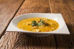 Γαρίδες Bobo - ένα βραζιλιάνο πιάτο των γαρίδων σε έναν καθαρό του γεύματος ταπιόκας και του γάλακτος καρύδων Στοκ Εικόνες