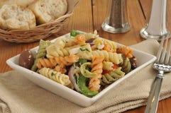 Γαστρονομική μεσογειακή σαλάτα ζυμαρικών στοκ εικόνες