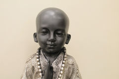 Γαλήνιο αγόρι Βούδας με το ελαφρύ υπόβαθρο Στοκ φωτογραφία με δικαίωμα ελεύθερης χρήσης