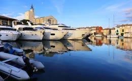 Γαλλία azur υπόστεγο δ Γιοτ στο λιμένα Grimaud στο ηλιοβασίλεμα Στοκ Εικόνα