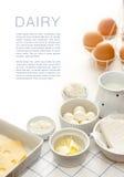 Γαλακτοκομικά προϊόντα σε έναν άσπρο πίνακα Στοκ εικόνες με δικαίωμα ελεύθερης χρήσης