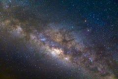 Γαλακτώδης γαλαξίας τρόπων με τα αστέρια και διαστημική σκόνη στον κόσμο, πολύ στοκ εικόνα