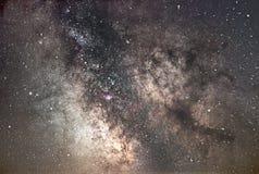 Γαλακτώδης γαλαξίας τρόπων Πυρήνας του γαλακτώδους τρόπου Όμορφος νυχτερινός ουρανός Πραγματική έναστρη νύχτα Πραγματικός νυχτερι Στοκ Εικόνα