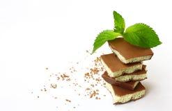 Γαλακτώδης πορώδης άσπρη και σκοτεινή σοκολάτα σωρών Στοκ φωτογραφία με δικαίωμα ελεύθερης χρήσης