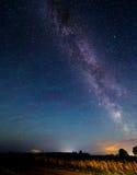 Γαλακτώδης τρόπος αστεριών στο νυχτερινό ουρανό Στοκ Εικόνες