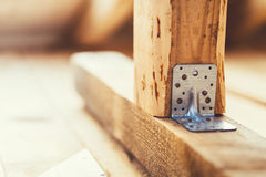 Γαλβανισμένο πιάτο καθορισμού χάλυβα ορθογώνιο που χρησιμοποιείται για την ξυλεία κατασκευής στα συστήματα στεγών Στοκ φωτογραφία με δικαίωμα ελεύθερης χρήσης