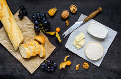 Γαλλικά ψωμί και φρούτα τυριών Στοκ Φωτογραφία