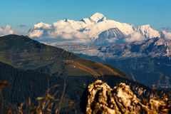 Γαλλικές Άλπεις και αιχμή της Mont Blanc Στοκ Εικόνες