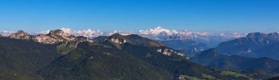 Γαλλικές Άλπεις και πανόραμα της Mont Blanc Στοκ Φωτογραφία
