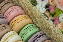 Γαλλική ζύμη macaron, γλυκά, επιδόρπιο, λουλούδια, δώρο στοκ εικόνες