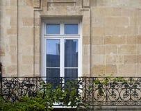 Γαλλική πόρτα, μπαλκόνι και ένα ποδήλατο Στοκ εικόνες με δικαίωμα ελεύθερης χρήσης