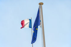Γαλλική σημαία με την ευρωπαϊκή σημαία Στοκ φωτογραφίες με δικαίωμα ελεύθερης χρήσης