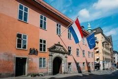 Γαλλική σημαία Tricolours και σημαία του Ευρωπαίου Στοκ Εικόνες
