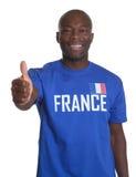 Γαλλικός αθλητικός ανεμιστήρας που παρουσιάζει αντίχειρα Στοκ φωτογραφία με δικαίωμα ελεύθερης χρήσης