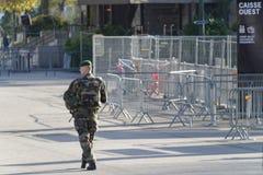 Γαλλικός στρατιωτικός σε μια οδό του Παρισιού Στοκ Εικόνες