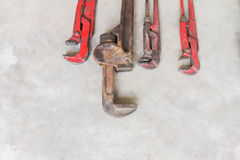 Γαλλικό κλειδί σωλήνων βαριά - χρησιμοποιημένο γαλλικό κλειδί σωλήνων Στοκ Εικόνες