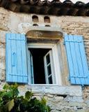 Γαλλικό παράθυρο αγροικιών πετρών στοκ φωτογραφία