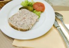 Γαλλικό terrine πατέ τροφίμων του κουνελιού   φωτογραφισμένος σε φράγκο του Παρισιού στοκ εικόνες με δικαίωμα ελεύθερης χρήσης