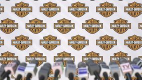 Γεγονός MEDIA της HARLEY-DAVIDSON, τοίχος Τύπου με το λογότυπο και τα μικρόφωνα, εκδοτική τρισδιάστατη απόδοση απεικόνιση αποθεμάτων