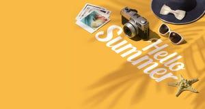 Γειά σου καλοκαίρι και έμβλημα διακοπών στοκ φωτογραφία με δικαίωμα ελεύθερης χρήσης