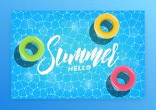 Γειά σου καλοκαίρι Πρόσκληση κομμάτων θερινών λιμνών, έμβλημα, κάρτα Πισίνα με τα λαστιχένια δαχτυλίδια ελεύθερη απεικόνιση δικαιώματος