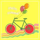 Γειά σου καλοκαίρι Εικόνα ενός ποδηλάτου με τις ρόδες υπό μορφή καρπουζιού νεολαίες ενηλίκων επίσης corel σύρετε το διάνυσμα απει Στοκ Φωτογραφία
