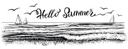 Γειά σου καλοκαίρι, που γράφει με την πανοραμική άποψη του ωκεανού ή των κυμάτων και των γιοτ θάλασσας επίσης corel σύρετε το διά Στοκ φωτογραφίες με δικαίωμα ελεύθερης χρήσης
