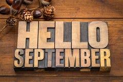 Γειά σου περίληψη λέξης Σεπτεμβρίου στον ξύλινο τύπο Στοκ φωτογραφία με δικαίωμα ελεύθερης χρήσης