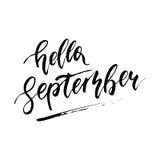 Γειά σου Σεπτέμβριος - ελεύθερο συρμένο χέρι καλλιγραφικό σχέδιο μελανιού απεικόνιση αποθεμάτων
