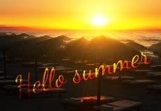 Γειά σου το απόσπασμα θερινής ηλιοφάνειας στις όμορφες ακτίνες υποβάθρου θερινών παραλιών του κόκκινου ήλιου ρύθμισης πέρα από τη Στοκ εικόνες με δικαίωμα ελεύθερης χρήσης