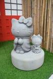Γειά σου το γατάκι πηγαίνει γύρω από το ναό της Σιγκαπούρης Apple Στοκ Εικόνα