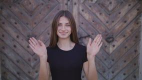 Γεια, γειά σου, κυματίζοντας χέρι γυναικών, υποδοχή φιλμ μικρού μήκους