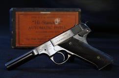 Γεια τυποποιημένο πιστόλι με το κιβώτιο Στοκ φωτογραφία με δικαίωμα ελεύθερης χρήσης
