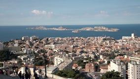 Γειτονιά και ακτή πόλεων της Μασσαλίας με την πανοραμική άποψη θάλασσας απόθεμα βίντεο