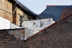 Γειτονιά με τα παλαιά σπίτια τούβλου κοντά Στοκ εικόνα με δικαίωμα ελεύθερης χρήσης